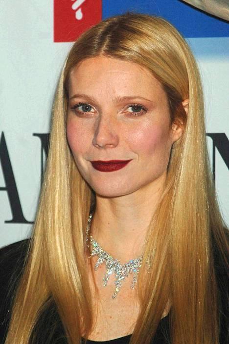 Vielä vuonna 2007 näyttelijä Gwyneth Paltrow suosi tummaa huulipunaa, joka saa huulet näyttämään entistä kapeammilta.