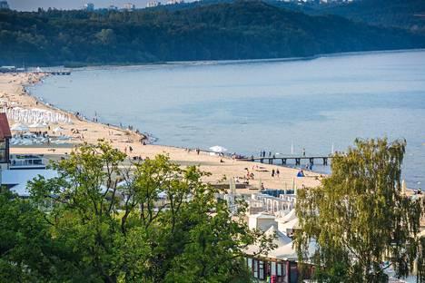 Sopot tunnetaan kylpylöistään ja kauniista rannoistaan.