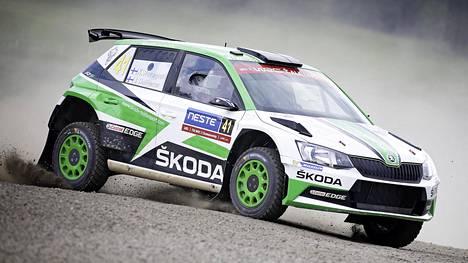 Tällä kaudella Kalle Rovanperä kaasuttelee Skoda WRC2-luokan autolla.