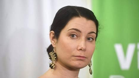 Vihreiden eduskuntaryhmän puheenjohtaja Emma Kari saa muutaman maininnan Ohisalon ministerituuraajaksi.