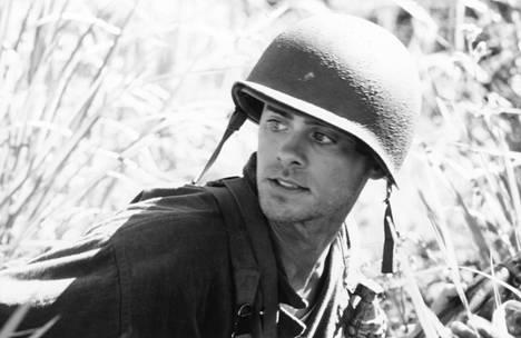 Veteen piirretty viiva -elokuvassa Jared Leton roolihahmo on 2nd Lt. Whyte (suomalaisessa sotilasarvoasteikkossa vastaa vänrikkiä).
