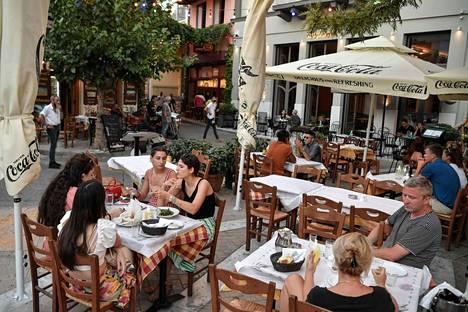 Kreikassa sisällä saavat syödä ainoastaan ne, joilla on todistus koronarokotuksesta tai negatiivisesta testituloksesta.