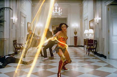 Wonder Womanin roolissa nähdään jälleen Gal Gadot.