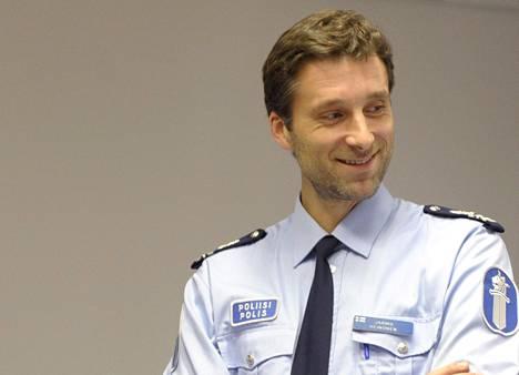 Komisario Jarmo Heinonen Helsingin poliisilaitokselta kertoo, ettei kouluväkivaltatapauksia ole ollut tänä syksynä enempää kuin normaalistikaan.