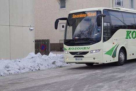 Torstaina iltapäivällä Savonlinnasta Mikkeliin lähteneen Kososen liikenteen bussin kuljettaja Mika Huoman oli varustautunut matkaan kasvomaski suojanaan.