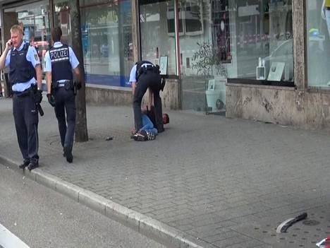 Poliisit saivat tekijän kiinni pian iskun jälkeen.