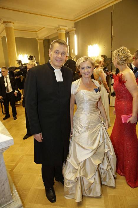 Räsäset pitävät pitkän avioliittonsa salaisuutena samanlaista arvomaailmaa. Valokuvassa pariskunta Linnan juhlissa viime itsenäisyyspäivänä.