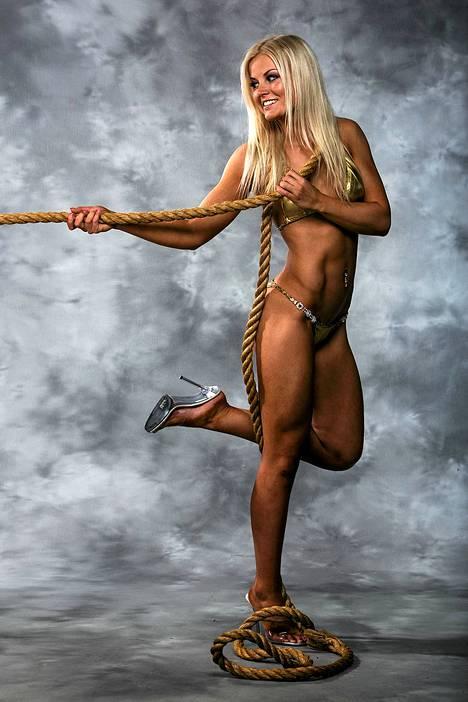 Fitness-kaunotar Janni Hussi esittelee upeaa vartaloaan