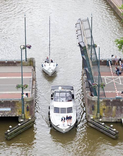 Hollanti tunnetaan kanaaleistaan.