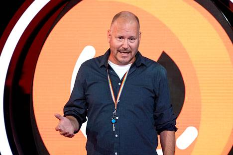 Näyttelijä tunnettu Janne Virtanen on totuttu näkemään viime vuosina enemmän ohjaajan roolissa. Hän onkin toiminut BB:n uuden tulemisen jälkeen (2019) pääohjaajan roolissa.