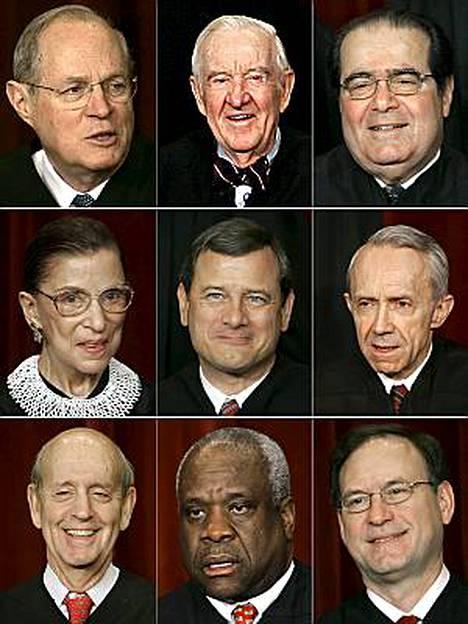 Yhdysvaltain korkeimman oikeuden edustajat. Yläriviltä vasemmalta lukien: Anthony Kennedy, John Paul Stevens, Antonin Scalia, Ruth Bader Ginsburg, John Roberts, David Souter, Stephen Breyer, Clarence Thomas ja Samuel Alito.