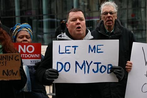 Monet mielenosoittajat korostivat, että heille on toissijaista itse muurikeskustelu ja he haluavat vain tehdä työnsä.