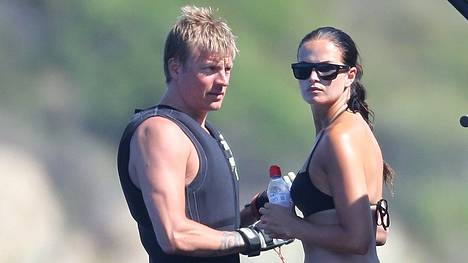 Kimi Räikkönen ja Minttu Virtanen juhlivat tänään ensimmäistä äitienpäiväänsä perheenä. Viime kesänä otetussa kuvassa pariskunta lomailee Korsikalla.
