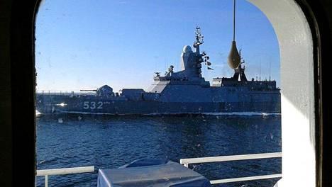 Venäläinen sotalaiva tuli aivan Arandan viereen.