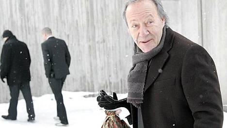 Musiikkimies Gugi Kokljuschkin kirkon pihalla