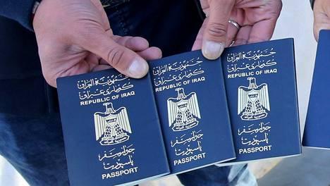Irakilaisia passeja kuvattuna marraskuussa 2015.