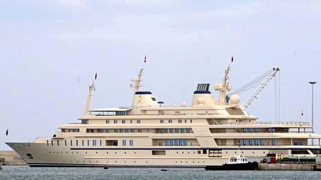 Omanilainen miljardöörisulttaani Qaboos bin Said Al Said on 155 metriä pitkän Al Saidin omistaja.