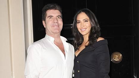 Cowell yhdessä tyttöystävänsä Lauren Silvermanin kanssa.