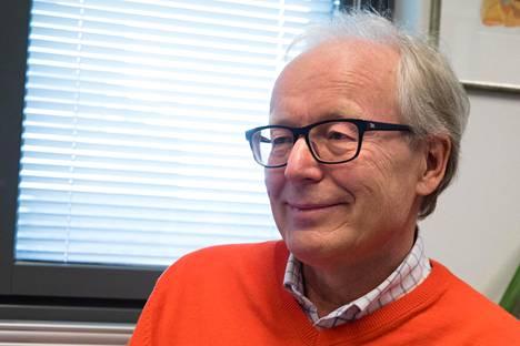 Immunologian professori Seppo Meri pohtii, voiko rokotuksella olla enempi psykologinen kuin biologis-kemiallinen vaikutus.