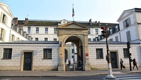 Vakavasti pahoinpidelty Yuriy, 15, vietiin kuvassa näkyvään Necker–Enfants Malades -sairaalaan Pariisin 15. kaupunginosassa.