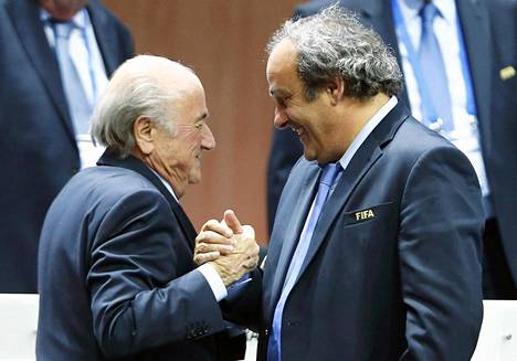 Fifan entinen johtaja Sepp Blatter (vas.) ja Michel Platini ovat antaneet kasvonsa jalkapallon korruptiolle.