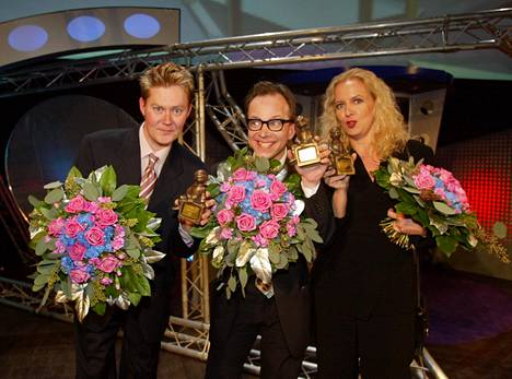 Pertti Salovaara, Simo Frangen ja Maarit Tastula saivat telvis-palkinnot 2002.
