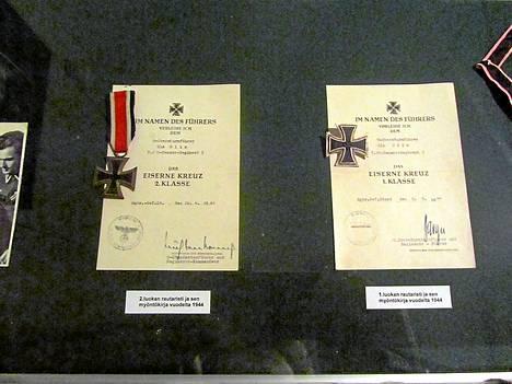 Olinille myönnettin Saksassa 2. ja 1. luokan rautaristit sekä Kultainen Saksan risti (ei kuvassa).