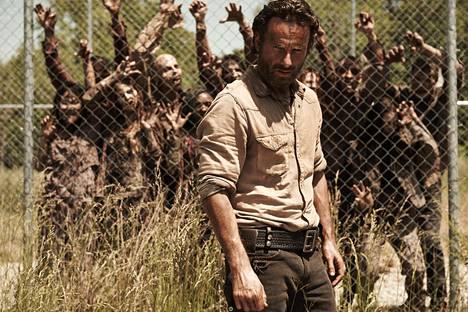 Andrew Lincolnin tähdittämä The Walking Dead on ollut jättimenestys. Sarjaa esittää Suomessa Fox-kanava.