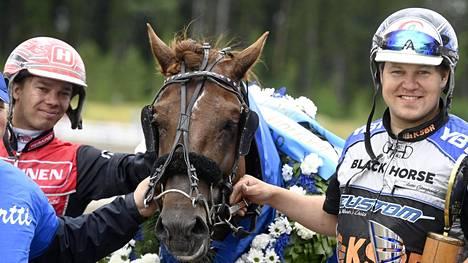 Evartti sai Mikkelissä kaulaansa jo toisen seppeleen kahden viikon sisään. (Arkistokuva.)