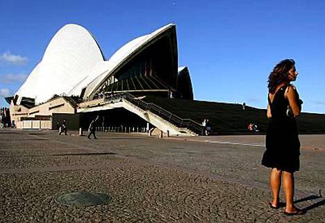 Australian suurin kaupunki Sydney pimenee tänään tunniksi WWF:n kampanjan vuoksi. Myös oopperatalon kulmilla kävellään hetki pimeässä.