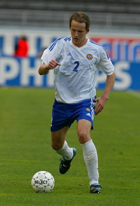 Petri Pasanen A-maaottelussa Serbia ja Montenegroa vastaan kesäkuussa 2003.