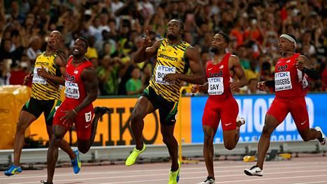 Sormi pystyssä=Minä olen edelleen ykkönen, näytti Usain Bolt.