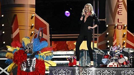 Gwyneth Paltrow nousi lavalle Grammy-gaalassa ja esitti dueton amerikkalaismuusikko Cee Lo Greenin kanssa.