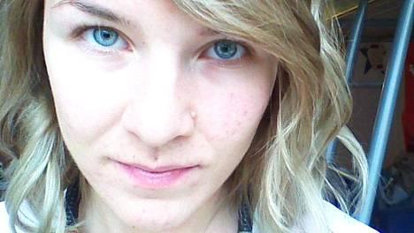 Anne Palomäen Facebook-ilmoitus johti valtaviin mittasuhteisiin. Uusia ystäviä on jo yli 2500. Palomäki tosin muistuttaa, ettei hän kaikkia tunne - ainakaan vielä.