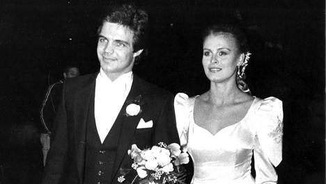 Anne Pohtamo meni vihille vuonna 1980 Arto Hietasen kanssa.