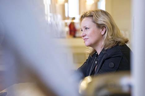 Maria Sidin ohjaama Chess saa Suomen ensi-iltansa Svenska Teaternissa ensi perjantaina.