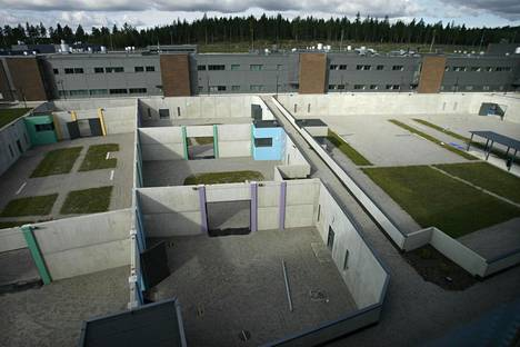 Vankilan ulkoilupihat ovat maanpinnan tason alapuolella.