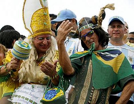 Brasilian kannattajat juhlivat tauolla.
