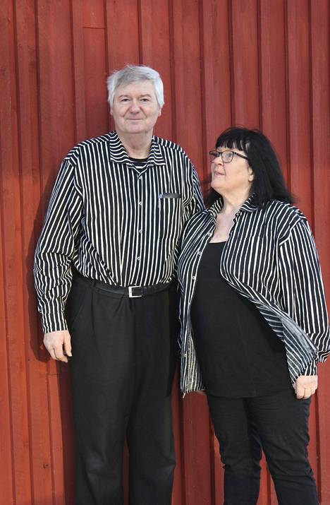 Miekankosken kahvilan Tapio Sinkko ja Marja Kousa iloitsevat asiakkaiden paluusta vaikean kevään jälkeen.