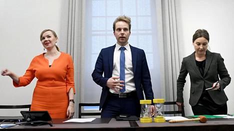 Eduskunnassa käydään keskiviikkona ajankohtaiskeskustelu keskustan keskustelualoitteen pohjalta. Katri Kulmuni, Petri Honkonen ja Eeva Kalli esittelivät aloitteen lokakuun puolivälissä.