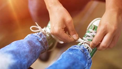 Auenneet kengännauhat voivat paitsi ärsyttää, niin olla myös vaarallisia.