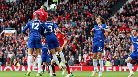 Manchester United ja Chelsea taistelivat Valioliigassa liki päivälleen vuosi sitten 28. huhtikuuta 2019.