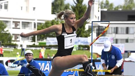 Kristiina Mäkelä palasi loukkaantumisensa jälkeen kilparadoille Seinäjoella.