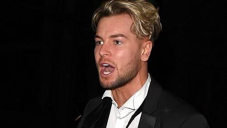 Love Island -tähti Chris Hughes ajautui väkivaltaiseen käsiryysyn brittiläisen tv-gaalan jälkeen.