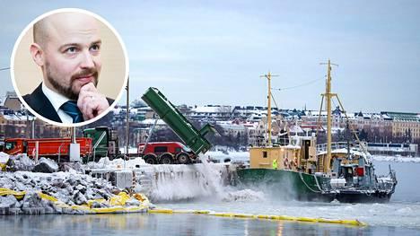 Lunta kaadettiin mereen Helsingin Hernesaaressa perjantaina. Mikko Kärnä kertoo tehneensä rikosilmoituksen käytännöstä.