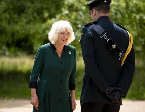 Herttuatar Camilla vastaanotti tittelin erillisessä seremoniassa kotonaan Highgrovessa.