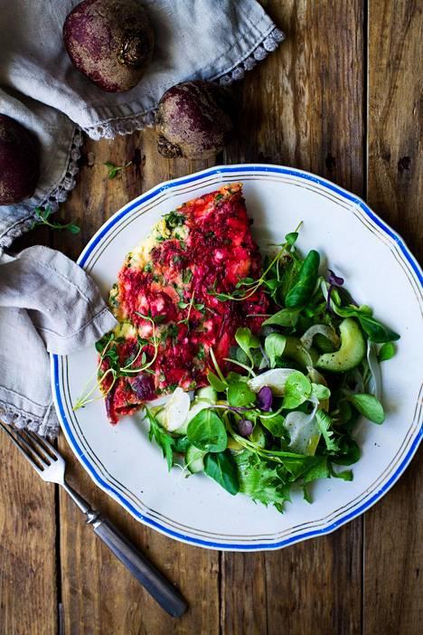 Väri-iloittelua lautasella kasviksista.