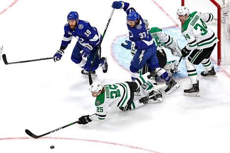 Tampa Bay Lightningin ja Dallas Starsin välinen finaalisarja jatkuu keskiviikon ja torstain välisenä yönä Suomen aikaa. ESPN haastatteli juttuunsa yhdeksää kautensa jo päättänyttä NHL-pelaajaa.