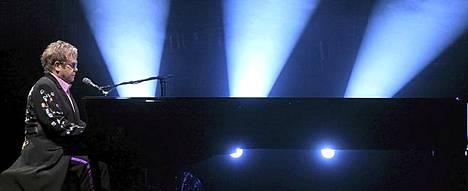 Elton John on Pori Jazzien päätähti.