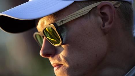 Haistatti pomolleen ja löi tämän ällikällä – Tommi Mäkisen tallin rallikapinallinen ajaa nyt maailmanmestaruudesta